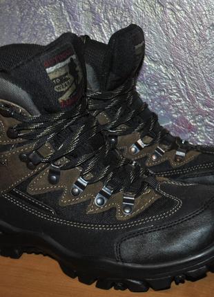 Треккинговые мембранные ботинки Landrover