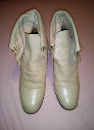 Светлые кожаные ботинки Casadei