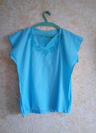 Легкая голубая блузка