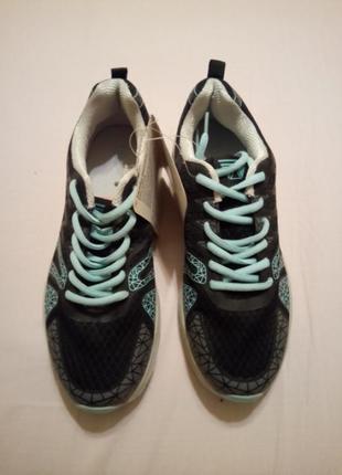 Женские кроссовки, куплены в италии