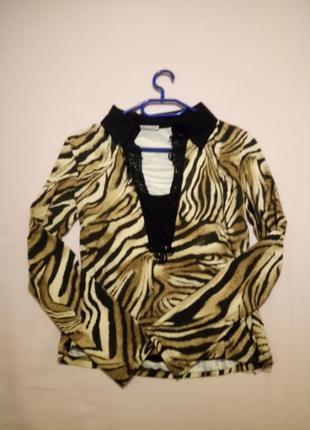 Тигровая блуза с декольте