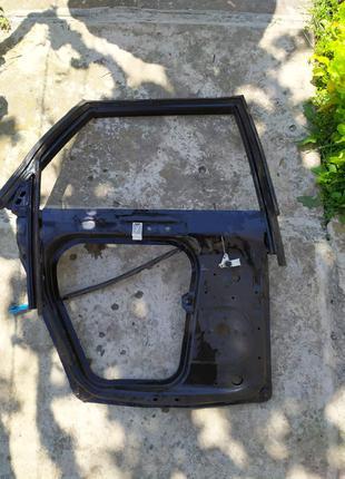 Каркас задньої дверки Audi 100 c3