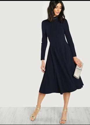 Темно-синее платье-клеш