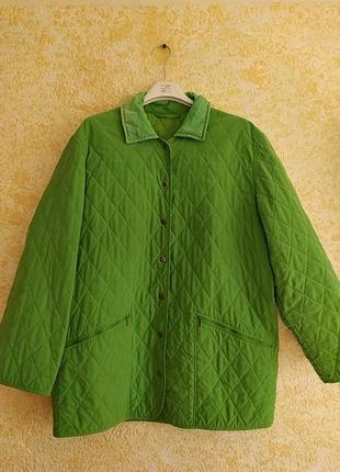 Легкая стеганная зеленая куртка