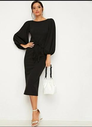 Элегантное черное платье с поясом