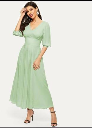 Платье с плиссированой юбкой и завышеной талией