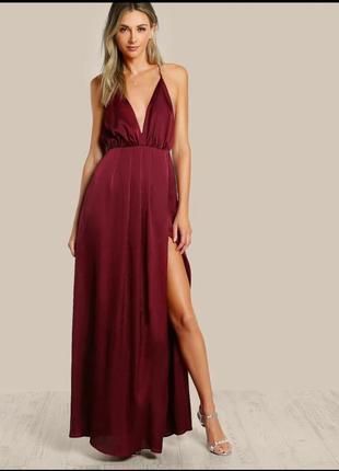 Шикарное платье с открытой спиной цвета бургунд