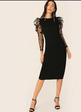 Черное платье-футляр с рукавами в сеточку со звездами