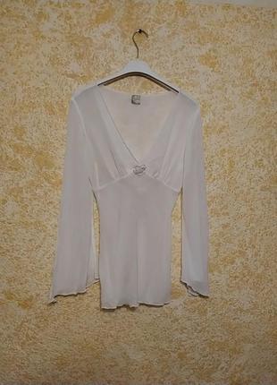 Белая полупрозраяная декольтированая блуза