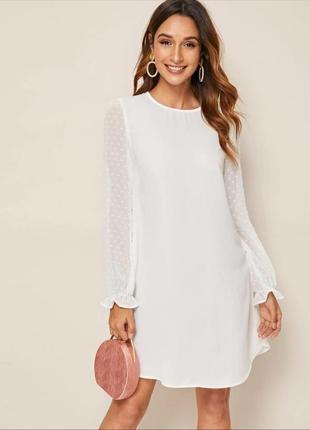 Белое свободное платье
