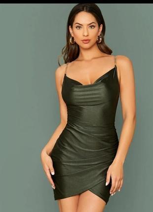 Облегающее платье с открытой спиной
