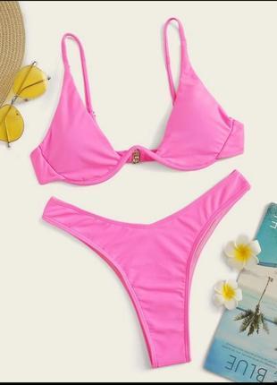 Розовый купальник-бикини