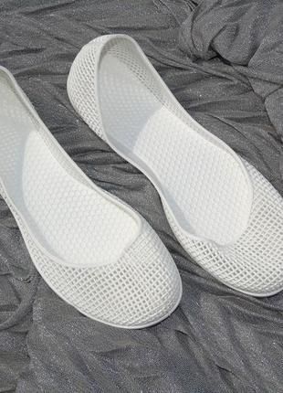 Белые силиконовые балетки,мыльницы