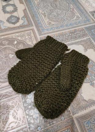Зеленые теплые вязаные перчатки варежки взрослые женские зимние