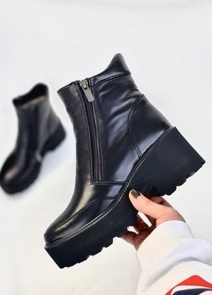 Женские ботинки на массивном каблуке