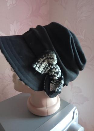 Зимняя женская шляпа рэтро черного цвета