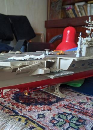 Авианосец модель.
