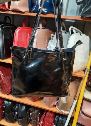 Лаковая кожаная сумка на плесо