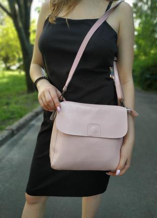 Розовая сумка кожаная на длинной ручке