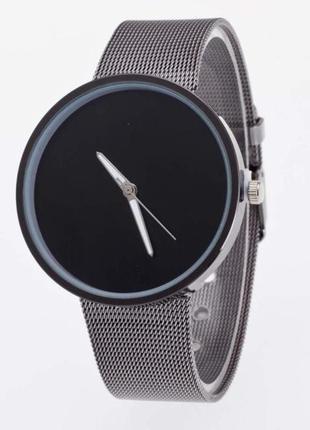 Красивые часы с темным циферблатом