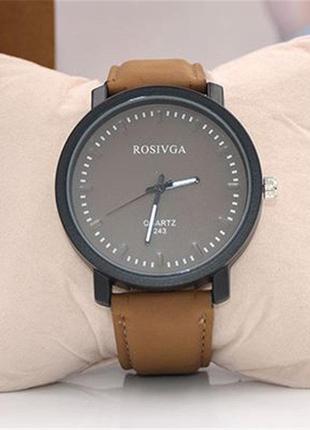 Красивые часы с массивным циферблатом