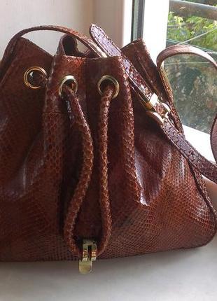 Кожаная сумка со змеиной кожи