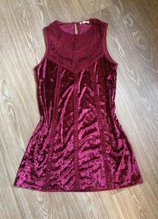 Нереально красивое бархатное платье цвета бордо с кружевом