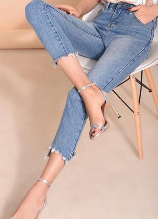 Трендовые рваные молодежные джинсы скини на подростка или худе...