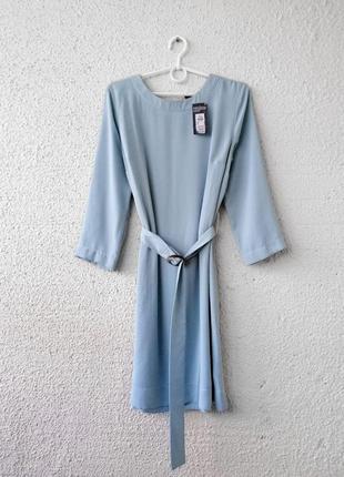 Платье прямого кроя под пояс