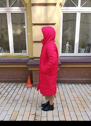 Красный пуховик-одеяло с капюшоном