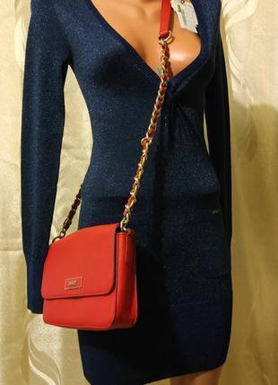 Платье с люрексовой нитью с очень  глубоким декольте под краси...