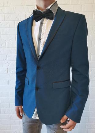 Синий костюм на выпускной, на свадьбу.