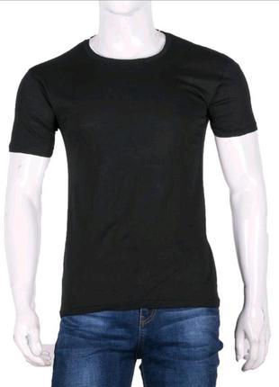 Мужская футболка, однотонная.