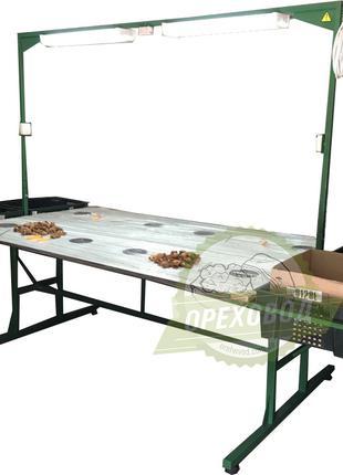 Стол для переборки грецкого ореха