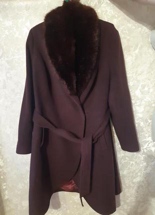 Пальто большого размера.