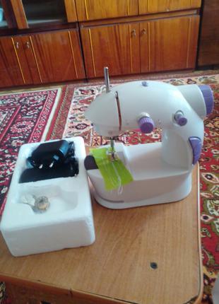 Мини швейная машинка
