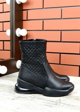 Зимние кожаные стеганые ботинки в спортивном стиле
