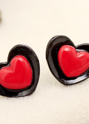 """Милые сережки-гвоздики """"сердце"""" черное с красным"""
