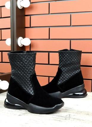 Зимние кожаные замшевые стеганые ботинки в спортивном стиле