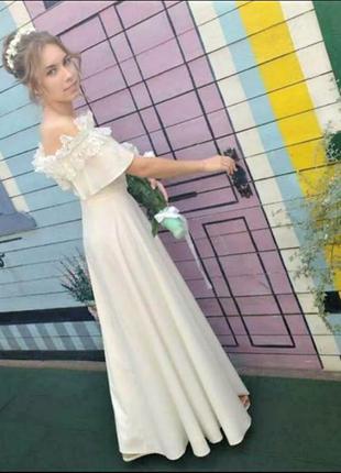Платье свадебное романтичное вечернее с открытыми плечами