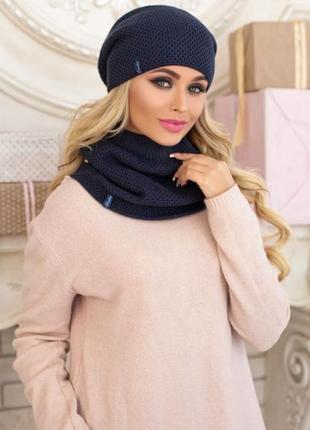 Вязаный комплект из двухсторонней шапки и шарфа-хомута