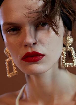 Стильные массивные серьги крупные золотые золотистые в стиле z...
