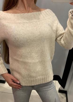 Бежевый свитер со спущенными плечами кофта пуловер mohito есть...