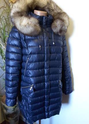 Добротная удлиненная зимняя куртка