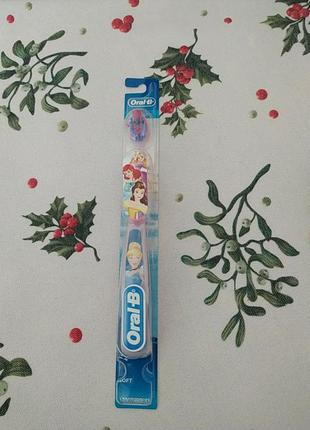 Детская зубная щетка oral-b disney's princess