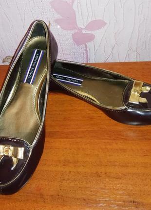 Балетки туфли слипоны на плоской подошве из лаковой кожи tommy...