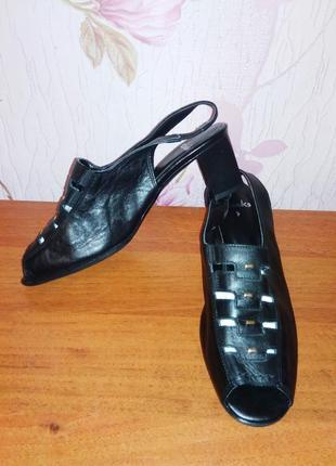 Кожаные сандалии  босоножки clarks классические