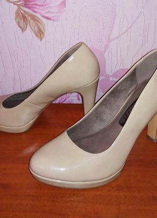 Шикарные лаковые туфли лодочки в нежном пудровом оттенке от не...