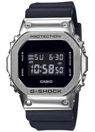 Наручные часы мужские Casio G-Shock GM-5600-1ER с полимерным р...