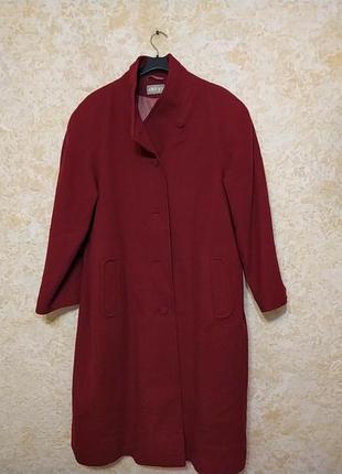 Красное демисезонное пальто-реглан